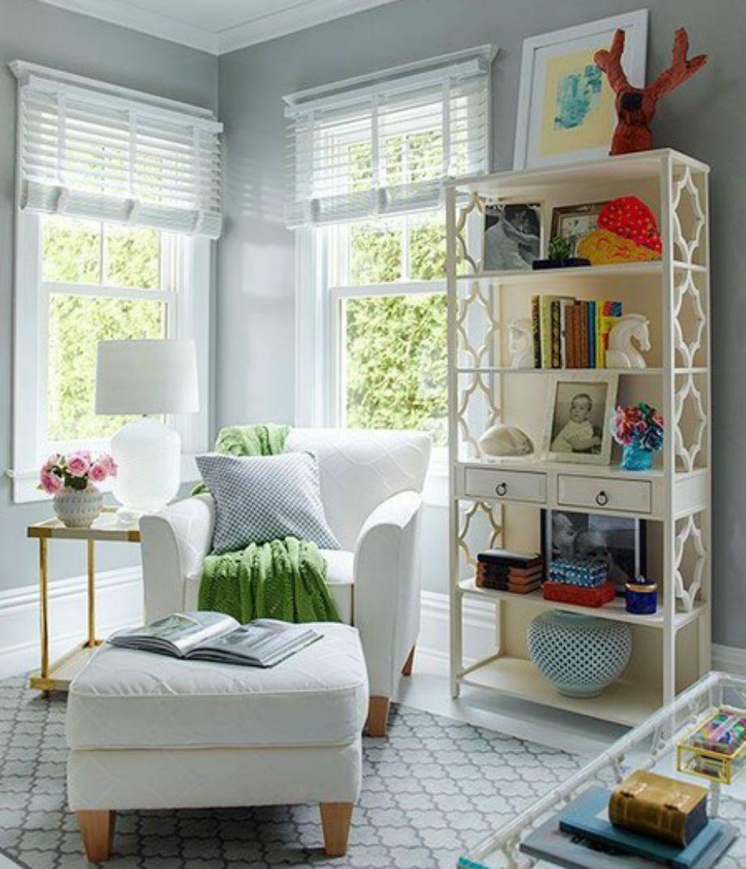 Το γραφείο της Brooke Shields είναι πολύ όμορφα διακοσμημένο με διακριτικά χρώματα.
