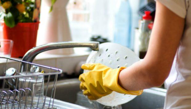 Καθαρίστε το Σπίτι σας σε Μισή Ώρα Ακριβώς (VIDEO)