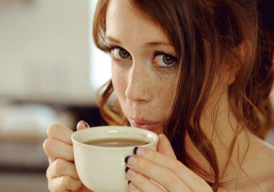 Αποφύγετε να πίνετε καφέ τουλάχιστον 6 ώρες πριν πάτε για ύπνο αλλιώς θα έχετε πρόβλημα με τον ύπνο σας το ίδιο βράδυ αλλά και την επόμενη μέρα.