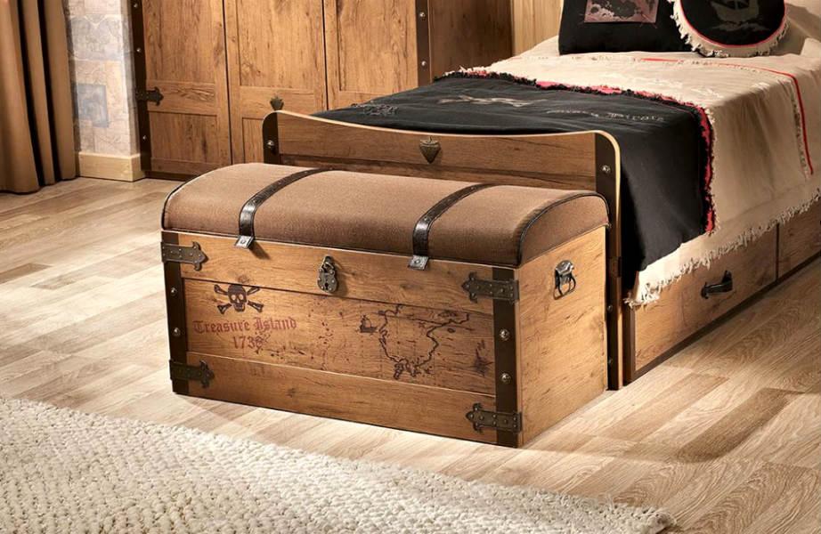 Ένα παλιό ξύλινο σεντούκι αρκεί να φέρει στο χώρο σας αέρα ζεστασιάς.