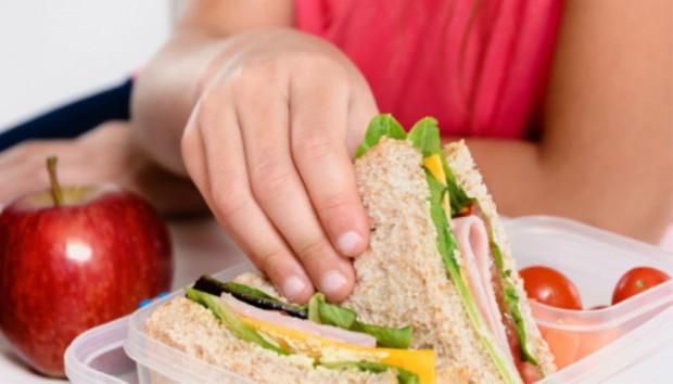 Κολατσιό στο Σχολείο: Να φάει από το Κυλικείο ή να Μείνει Καλύτερα Άφαγο;