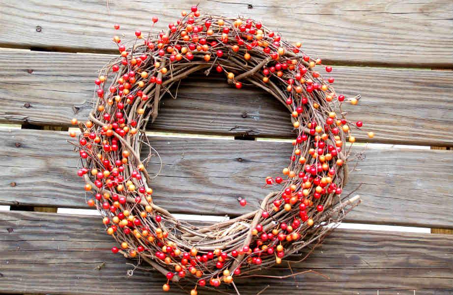 Ο πιο απλός, στιλάτος και οικονομικός τρόπος να καλωσορίσετε (διακοσμητικά) το φθινόπωρο δεν είναι άλλος από ένα όμορφο στεφάνι!