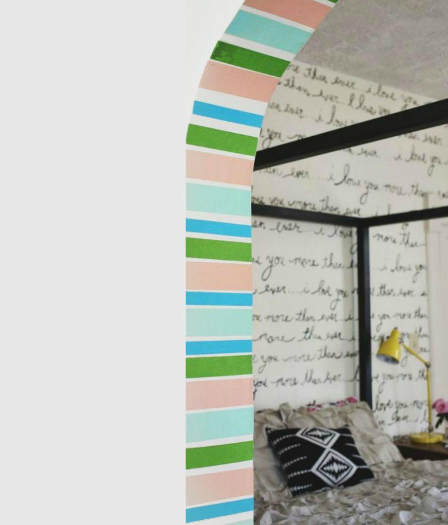 Αυτή η καμάρα του σπιτιού στην εικόνα έχει αποκτήσει ζωντάνια με λίγη αυτοκόλλητη ριγέ ταινία.