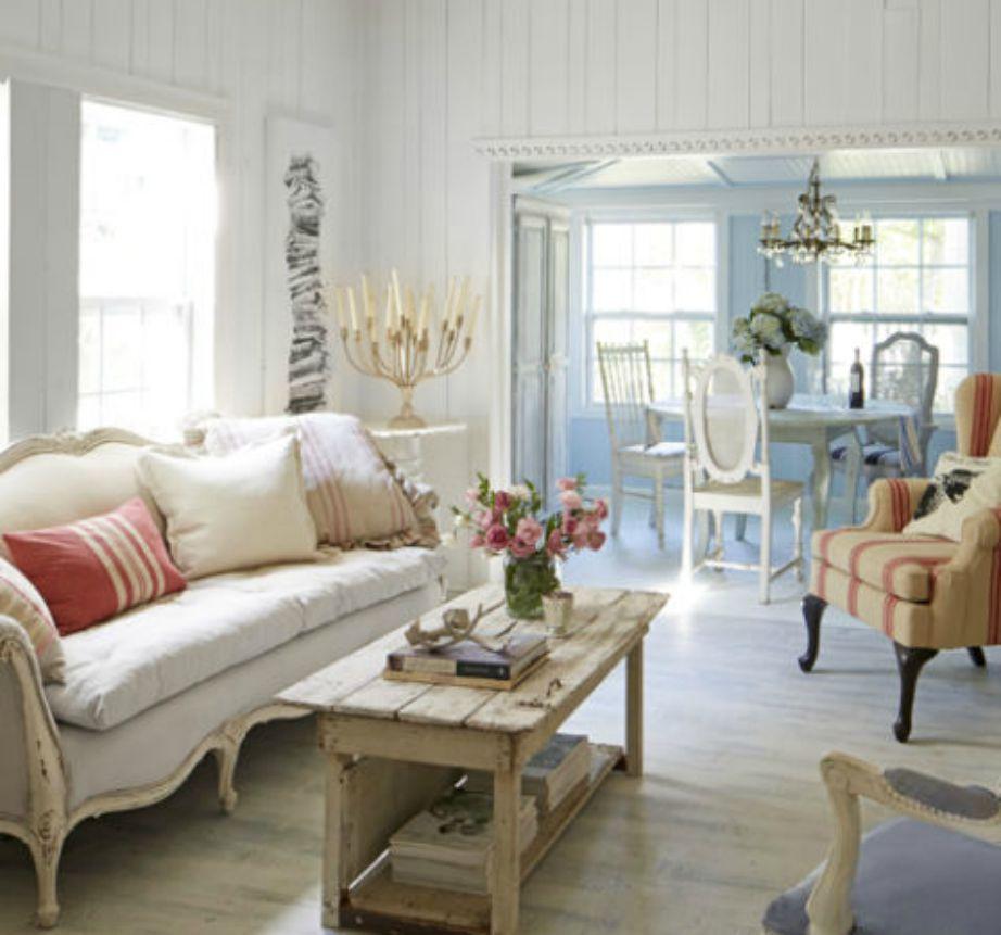 Αν το σπίτι σας έχει μικρά παράθυρα, αφήστε α χωρίς κουρτίνες για να μπαίνει μέσα στο σπίτι άπλετο το φως του ήλιου.