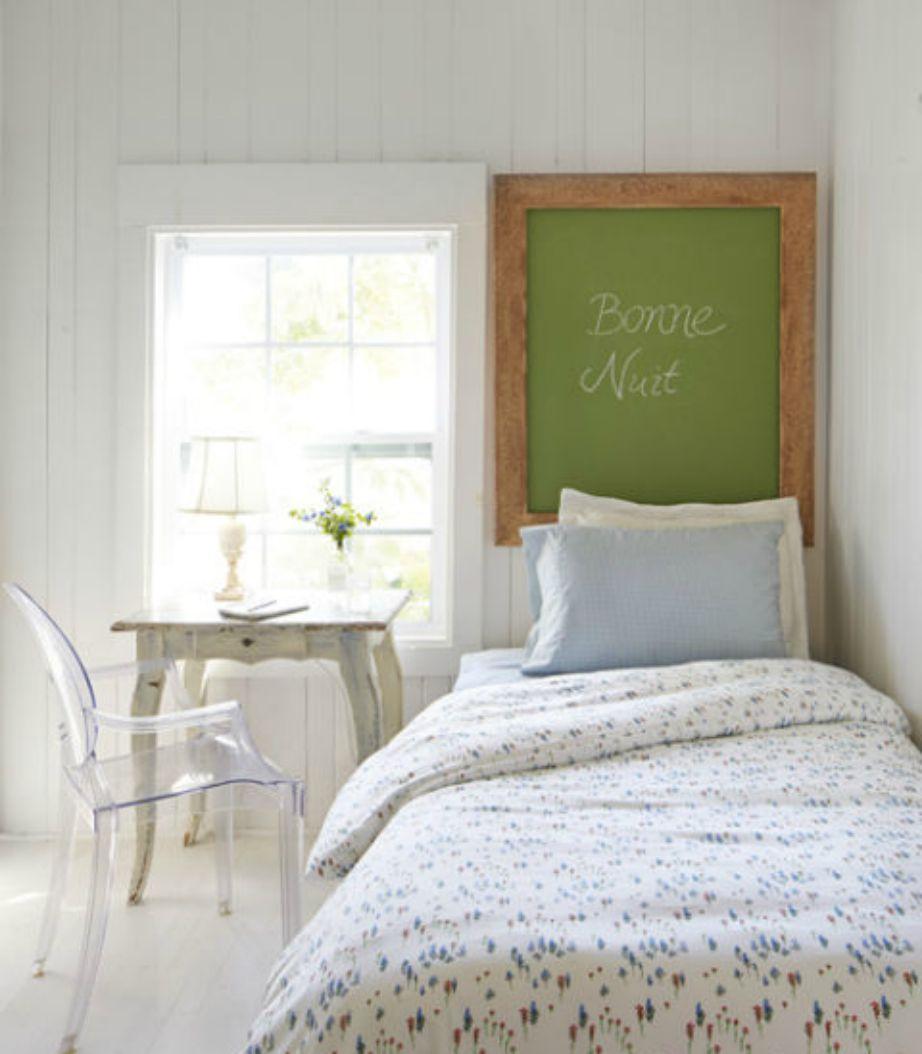 Αν δε θέλετε να βάλετε κεφαλάρι πάνω από το κρεβάτι, βάλτε έναν μαυροπίνακα.