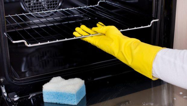 Καθαρίστε τον Φούρνο σας με τον πιο Φυσικό Τρόπο (VIDEO)