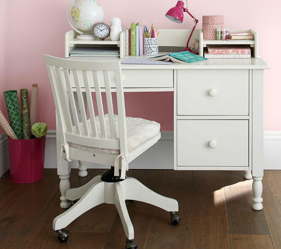 Αν έχετε πάνω από ένα παιδί στο ίδιο δωμάτιο τότε καλύτερα να έχει το καθένα από ένα μικρό γραφείο παρά να έχετε ένα μεγάλο γραφείο στο οποίο να κάθονται και τα δύο παιδιά.