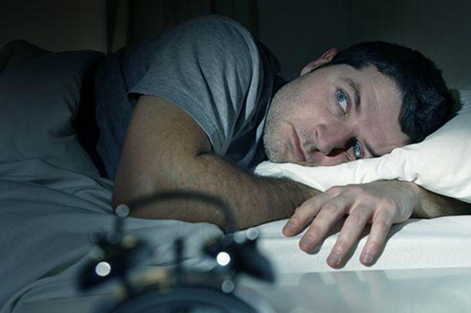 Όσο και αν δυσκολεύεστε να κοιμηθείτε μην κοιτάτε ποτέ την ώρα. Προτιμήστε να χαλαρώσετε και να κάνετε ασκήσεις αναπνοής.