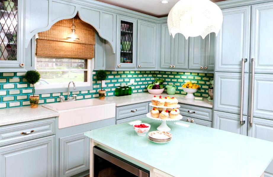 Αυτή η κουζίνα κερδίζει τις εντυπώσεις χάρη στα μοναδικά χρωματιστά πλακάκια της!