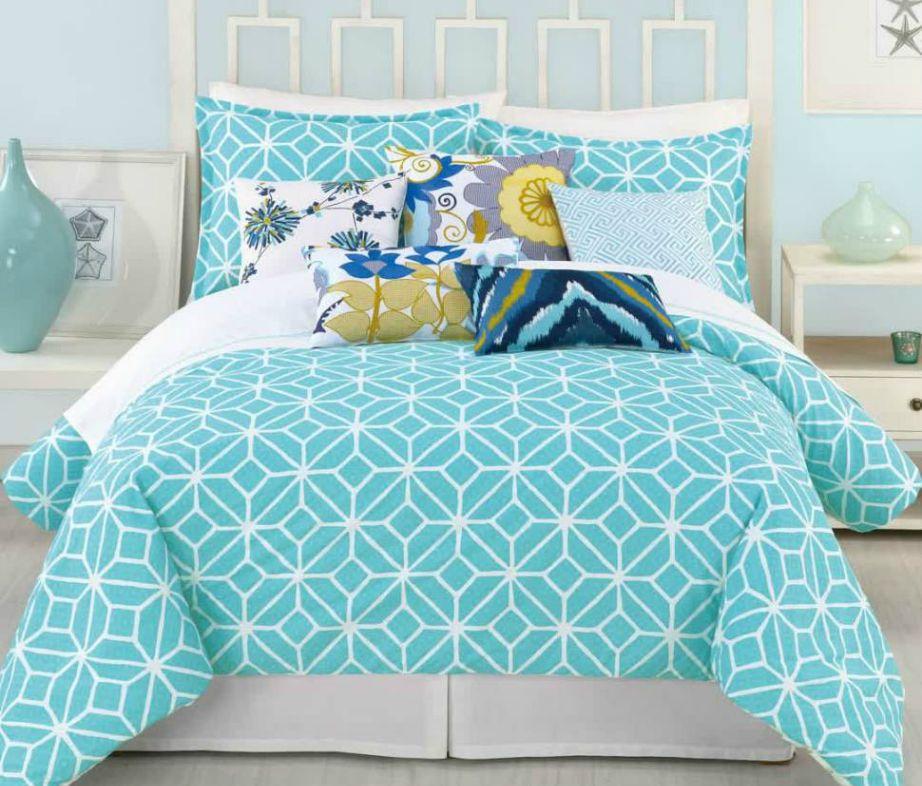Προσθέστε μαξιλάρια σε διάφορα σχέδια και χρώματα.