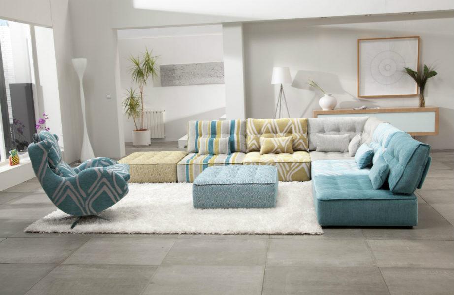 Δε σας αρέσει το πάτωμα του καθιστικού σας; Κρύψτε το με ένα χαλί!
