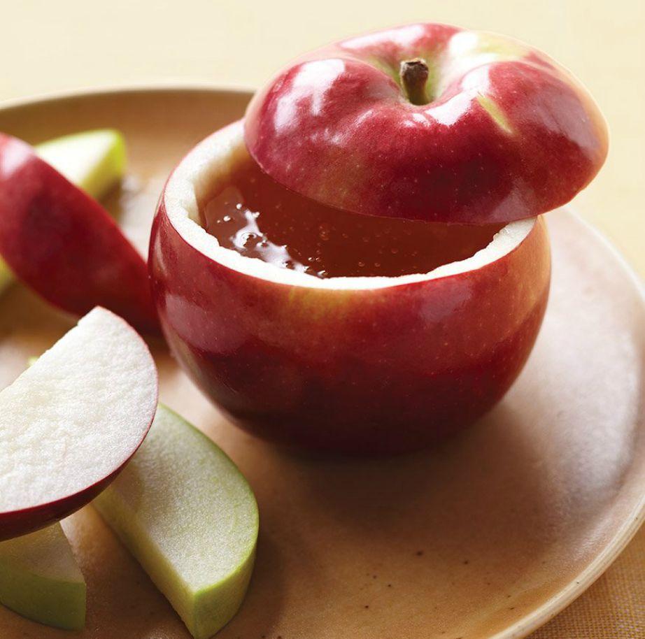 Χρησιμοποιήστε ένα άδειο μήλο ως μπολ για ντιπ και σος.