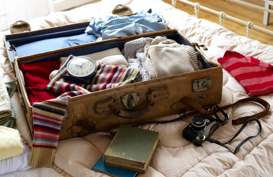 Φτιάξτε βαλίτσα με τα απολύτως απαραίτητα για τις πρώτες μέρες στο νέο σας σπίτι.