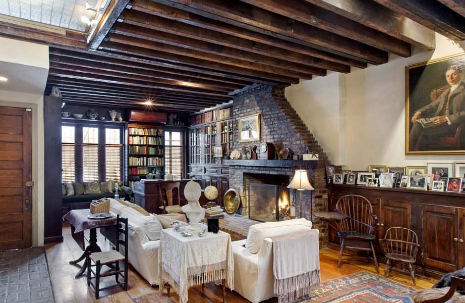 Το εντυπωσιακό σαλόνι της μεζονέτας.