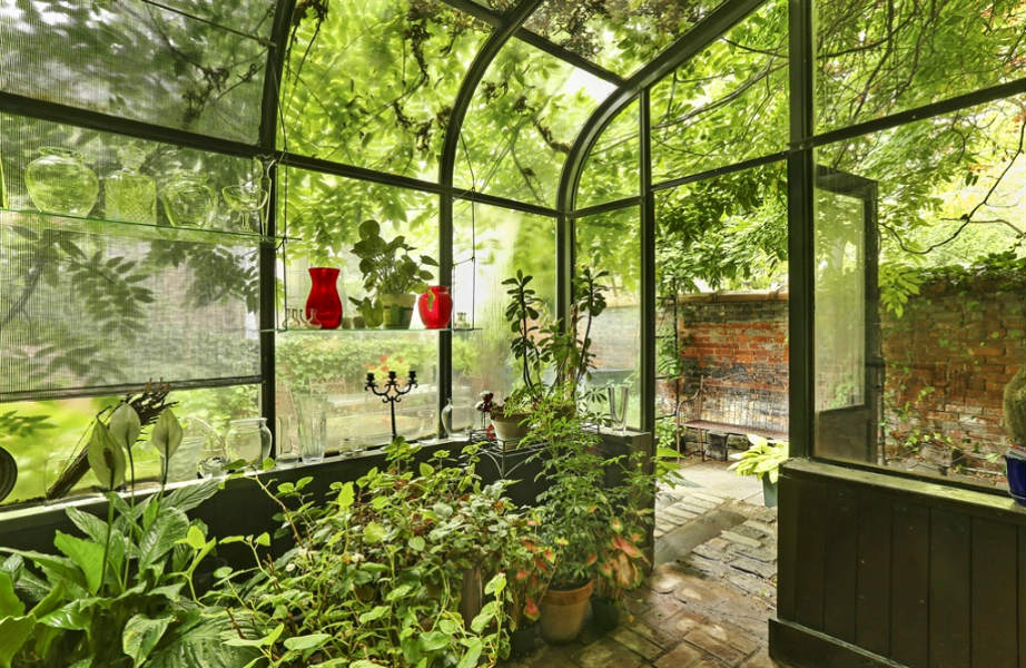 Δεν ξέρουμε για εσάς, αλλά κι εμείς πολύ θα θέλαμε να έχουμε ένα θερμοκήπιο στο σπίτι μας!