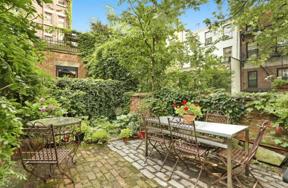 Πόσο ζηλεύουμε την Norah που θα απολαμβάνει τον πρωινό καφέ της σε αυτόν τον κήπο!