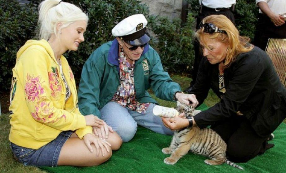 Μπορεί να σας φαίνεται πολύ περίεργο αλλά η βίλα του Playboy είναι η μόνη στο LA με άδεια για ζωολογικό κήπο.