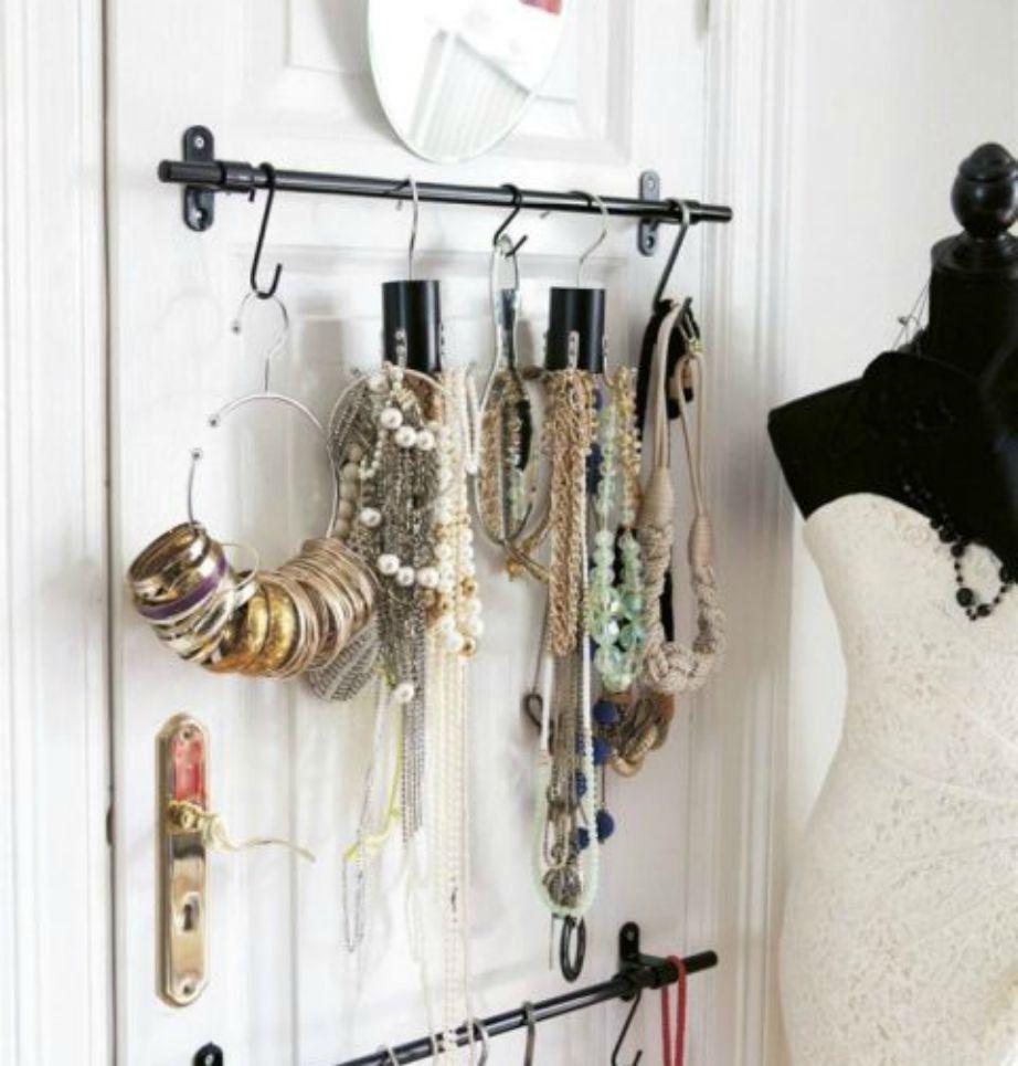 Τα κοσμήματα είναι ωραία ακόμα και αν φαίνονται οπότε μπορείτε να τα βάλετε στην κανονική πόρτα του δωματίου σας από τη μέσα μεριά!