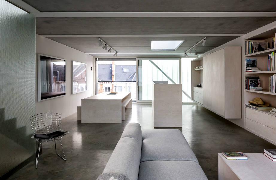 Βάψτε το ταβάνι το ίδιο χρώμα με το πάτωμά σας για να δημιουργήσετε την ψευδαίσθηση συνέχειας και ύψους στο χώρο σας.