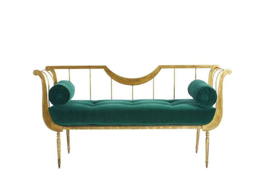 Ένας καναπές σε βικτωριανό στιλ θέλει προσοχή στη διακόσμηση για να μην φανεί υπερβολικός.