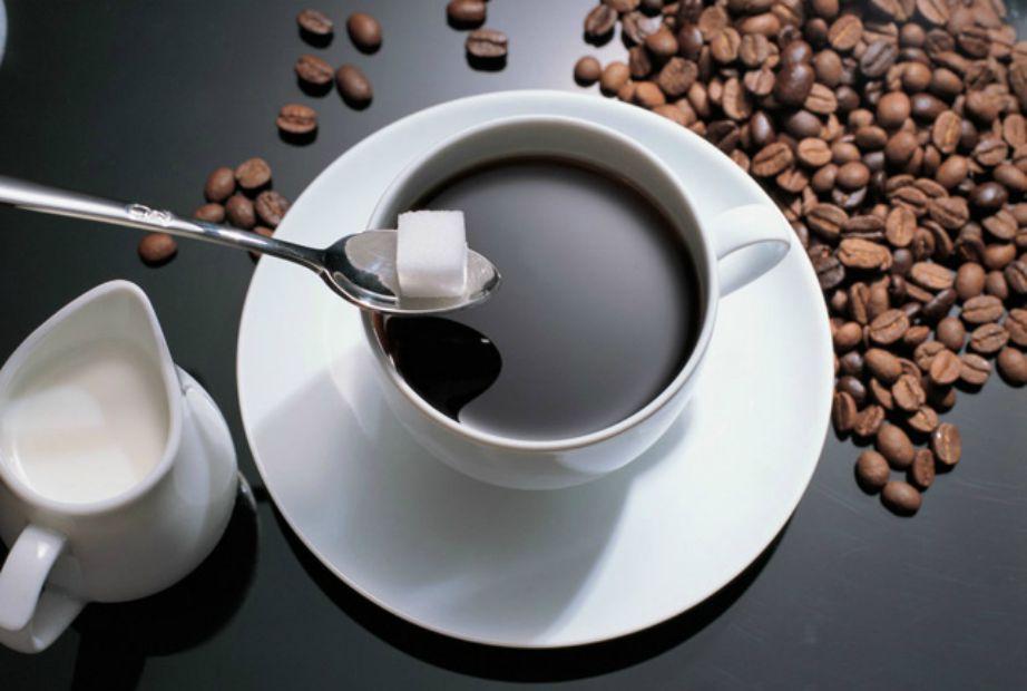 Σταματήστε να βάζετε ζάχαρη στον καφέ σας. Πρόκειται για μια πραγματικά κακή συνήθεια.