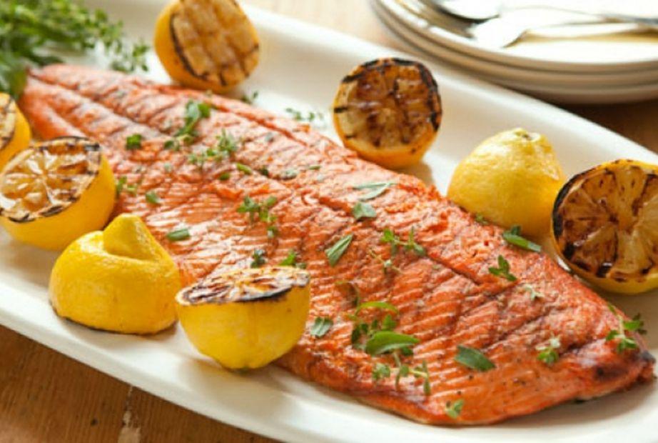 Μπορείτε να πάρετε καλά λιπάρά από ψάρια, ξηρούς καρπούς και ελαιόλαδο.