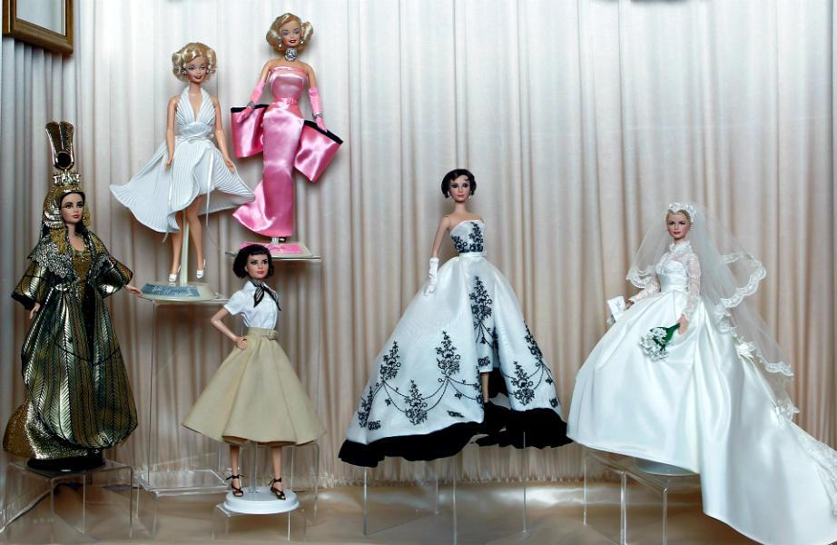 Μπορεί να λατρεύετε τις κούκλες σας, αλλά δε χρειάζεται να τις βγάλετε σε κοινή θέα.
