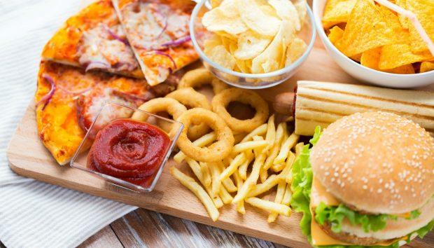 10 Τροφές που Δεν Πρέπει Ποτέ να Βρίσκονται στην Κουζίνα σας
