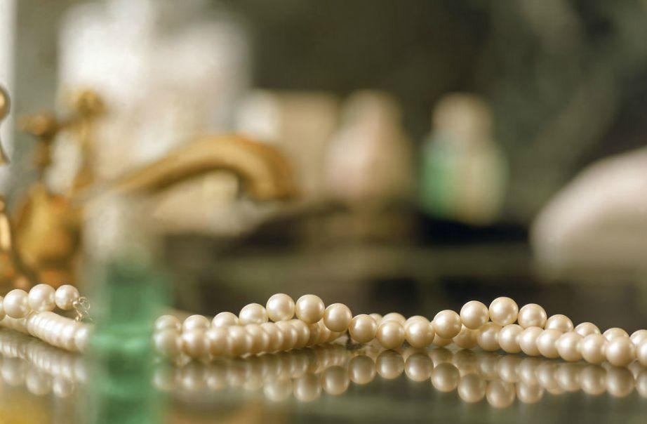 Προσέξτε τα κοσμήματά σας γιατί με την υγρασία θα χαλάσουν εύκολα.