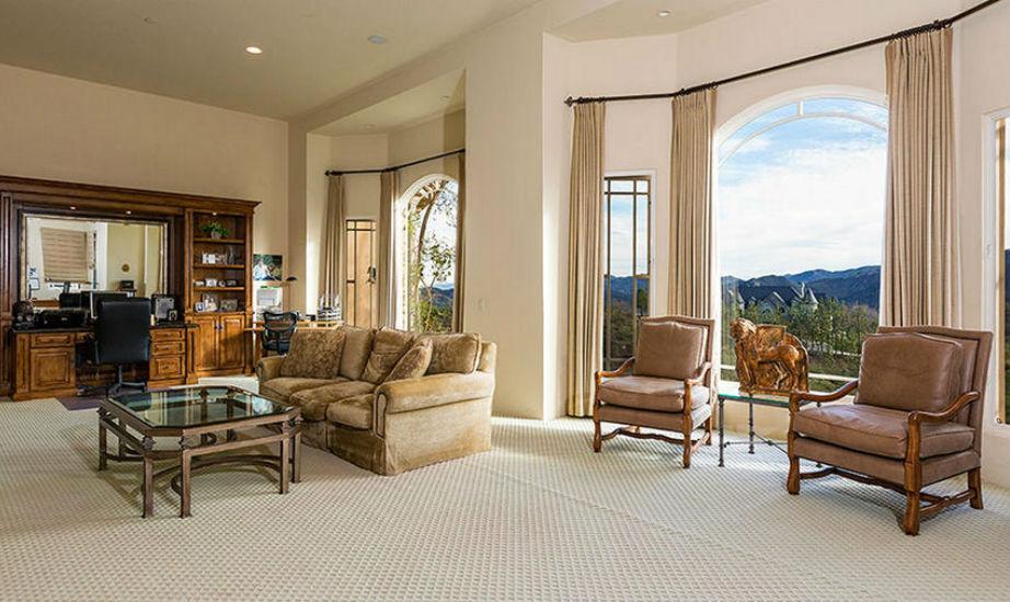 Στο μικρό σαλόνι, η Britney θα μπορεί να χαλαρώνει παρέα με την οικογένειά της μετά τη δουλειά.