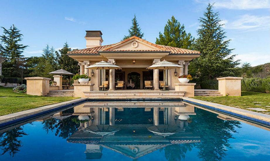 Το ομολογούμε: η πισίνα της Britney Spears είναι μια από τις πιο όμορφες που έχουν αντικρίσει!