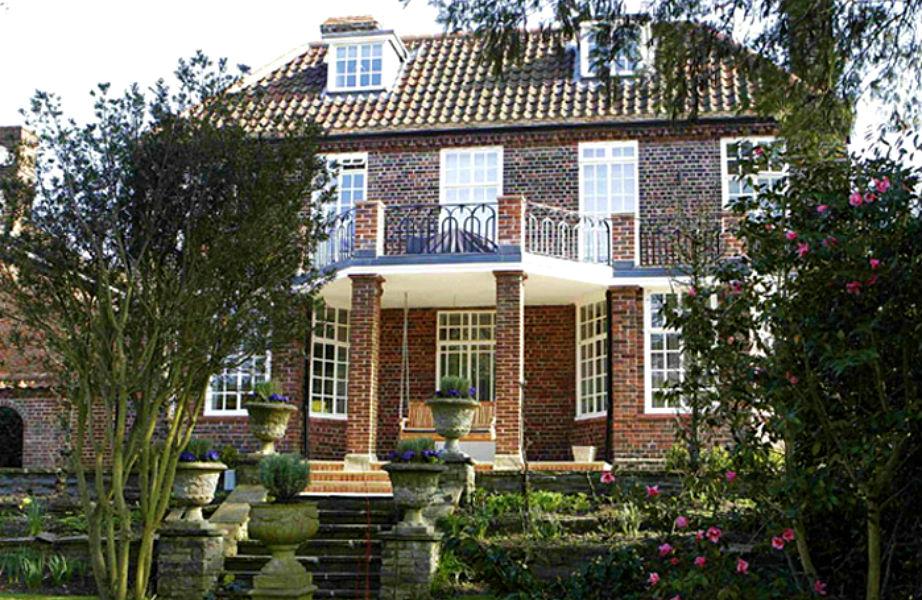 Η Elizabeth Taylor μεγάλωσε σε αυτό το σπίτι με κήπο.