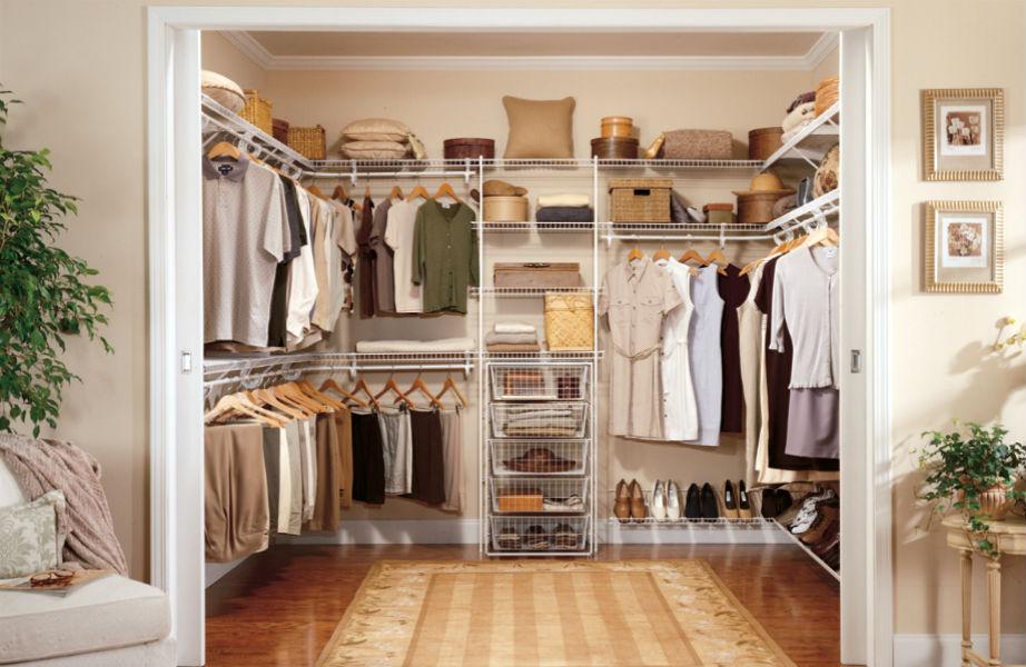 Μετά την επιστροφή σας από την έξοδο, βάλτε στη θέση τους τα ρούχα που φορέσατε.
