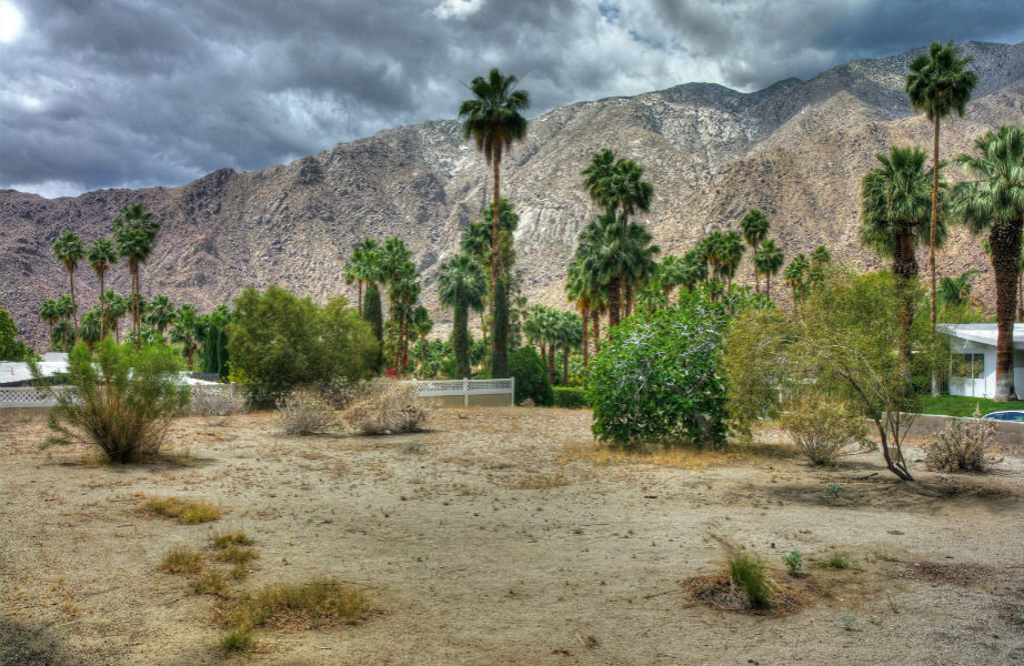 Αποκλείεται να μη σας μαγέψει η θέα στο βουνό και την απόκοσμη κοιλάδα Coachella!