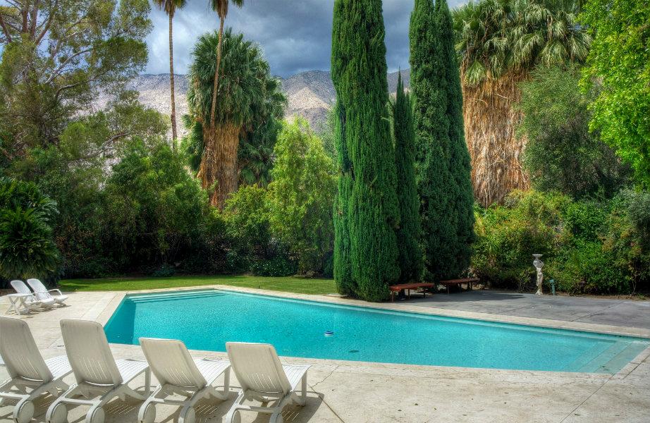 Πέρα από τεράστια, η πισίνα έχει την καλύτερη θέα!