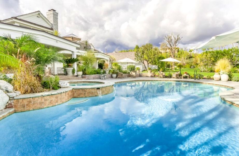 Και τι θα δίναμε για μια βουτιά σε αυτήν την απίθανη πισίνα!