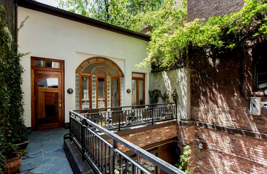 Η είσοδος του σπιτιού.