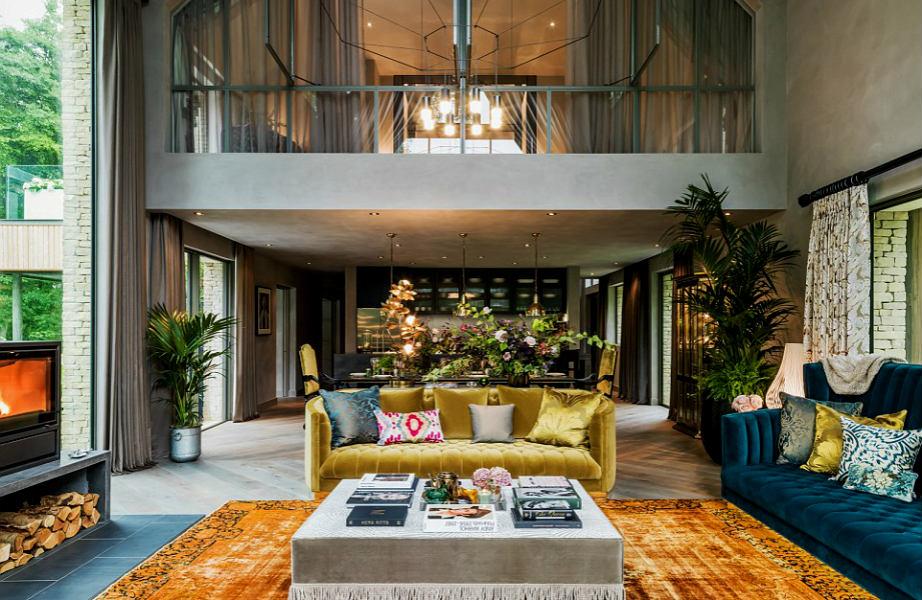 Το εντυπωσιακό σπίτι διαθέτει χειροποίητα αξεσουάρ και έπιπλα σχεδιασμένα κατ'εντολή της Kate Moss.