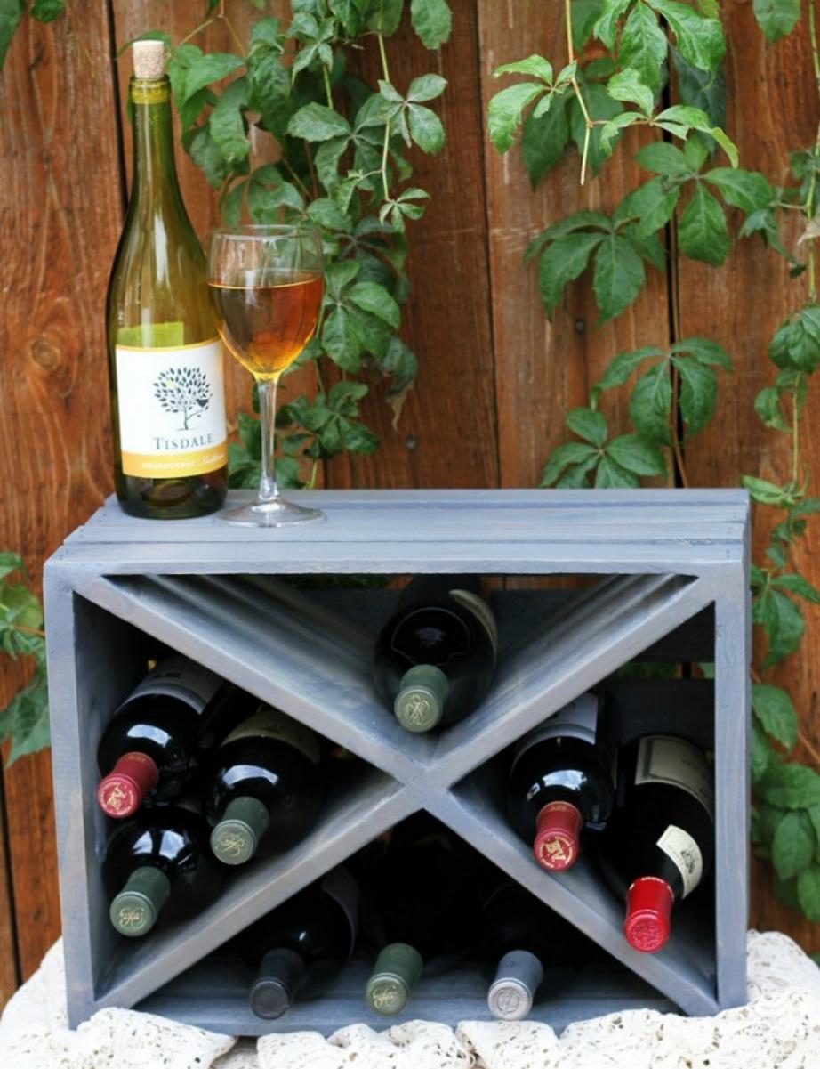 Το τελικό αποτέλεσμα θα είναι κάπως έτσι. Μπορείτε στο πάνω μέρος του κιβωτίου να βάλετε μερικά ποτήρια κρασιού και αξεσουάρ.