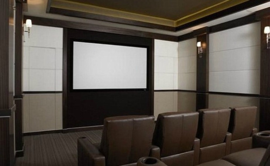 Λιτό και απέριττο είναι το home cinema του μπασκετμπολίστα.