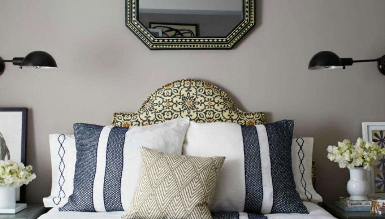 Αφήστε τον τοίχο πάνω από το κρεβάτι σας ελεύθερο και χωρίς βαριά διακόσμηση.