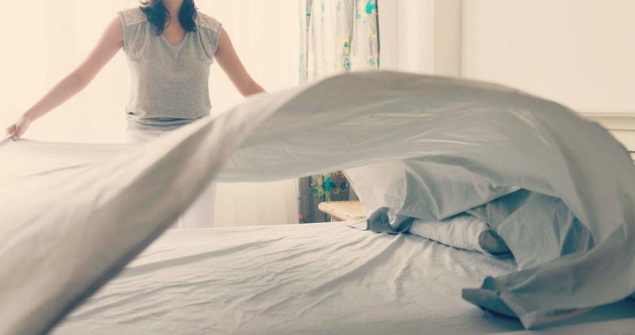 Ο πιο εύκολος τρόπος για να στρώσετε το κρεβάτι σας.