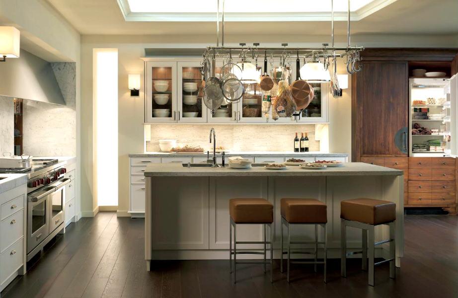 Πέρα από οικονομία χώρου, οι γεμάτες με τα σκεύη ράγες θα δώσουν στην κουζίνα σας ένα απόλυτα δραματικό ύφος!