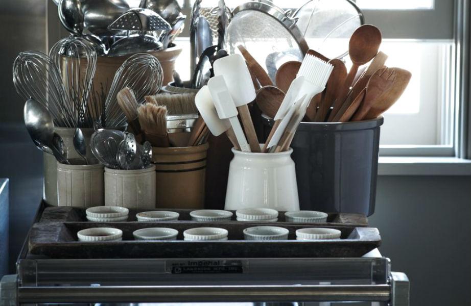 Η Martha Stewart προτείνει να επιλέξετε τα ανοξείδωτα τρόλεϊ κουζίνας.