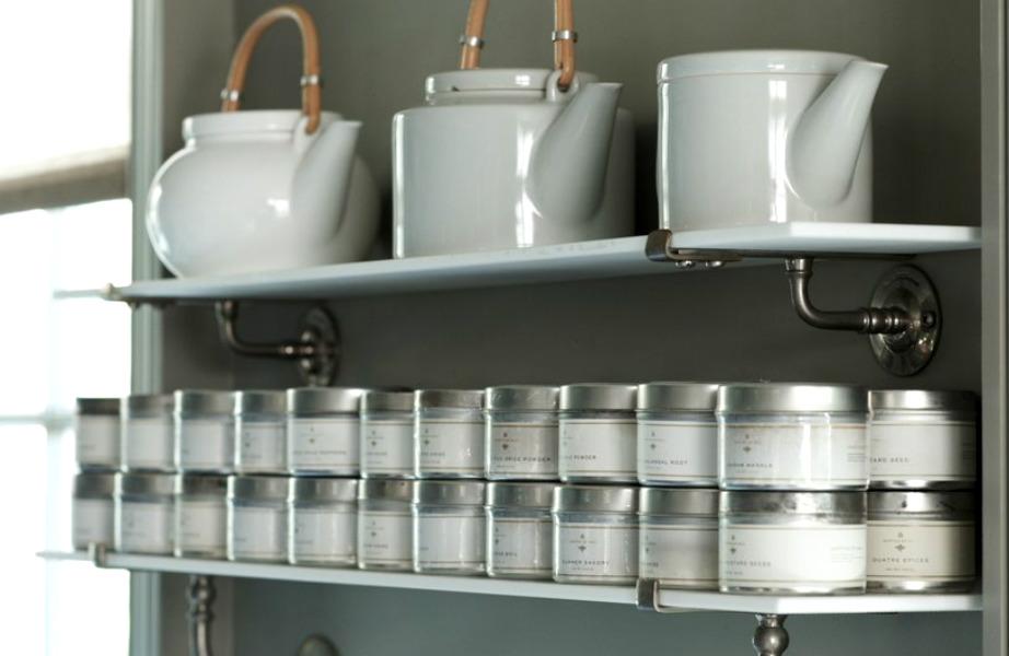 Αποθηκεύστε τα μπαχαρικά σας σε μεταλλικά κουτιά για να διατηρήσετε το άρωμά τους περισσότερο.