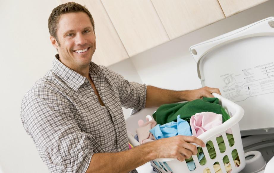 Όσο χαρούμενοι και αν δείχνουν κάποιοι άνδρες κάνοντας οικιακές δουλειές (σίγουρα είναι μετρημένοι στα δάχτυλα), η λίμπιντό τους δεν είναι σε καλά επίπεδα.