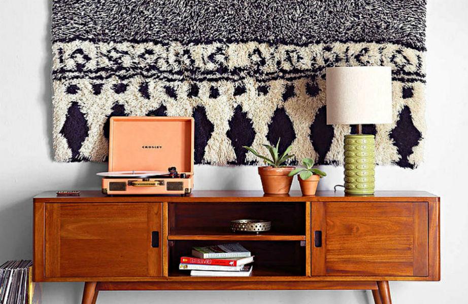 Καμιά ταπισερί! Το παλιό σας χαλί είναι τέλειο για τον τοίχο σας.