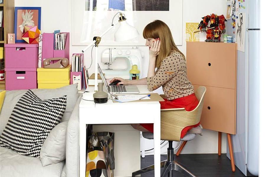 Η Éléonore απέδειξε ότι ένα μικροσκοπικό διαμέρισμα έχει χώρο (και) για γραφείο.