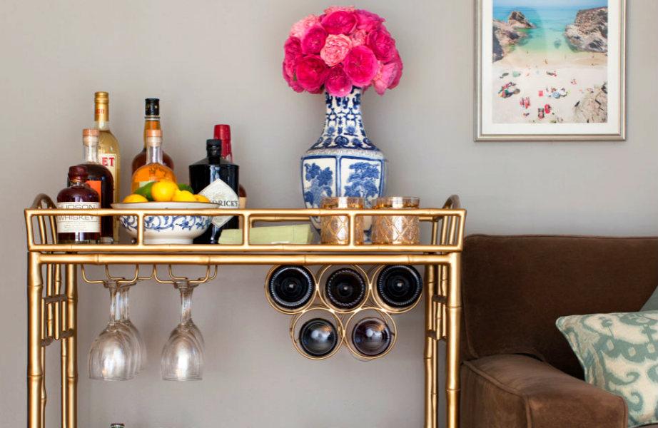 Ένα όμορφο και καλά εξοπλισμένο μπαρ θα εντυπωσιάσει τους καλεσμένους σας!