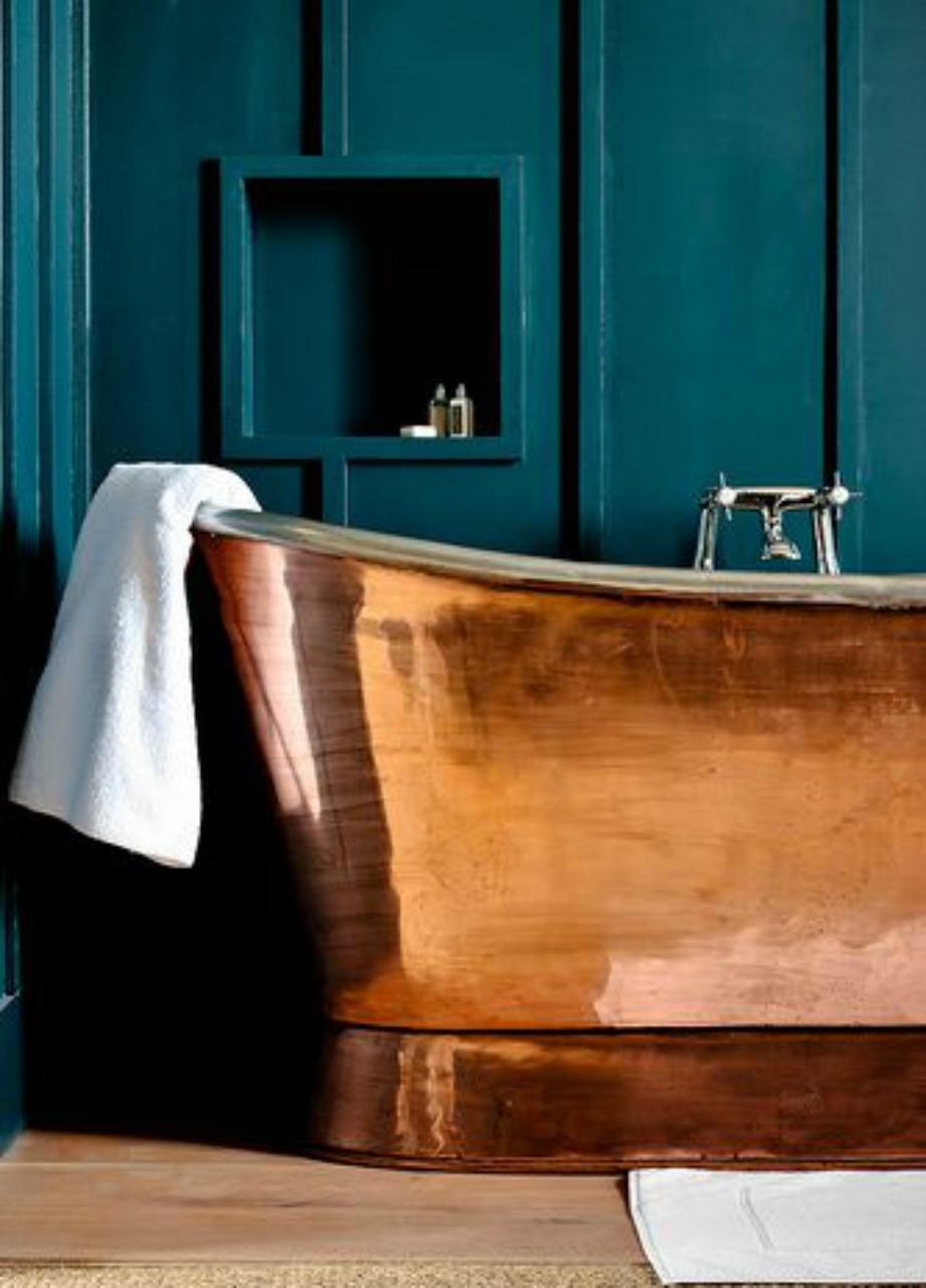 Το μπάνιο είναι ένας χώρος που το μπλε χρώμα (σε όλες τις αποχρώσεις του) ταιριάζει φανταστικά.